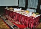raut - stůl s občerstvením