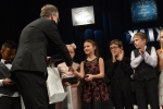 Shymchak Anastasiya přebírá cenu